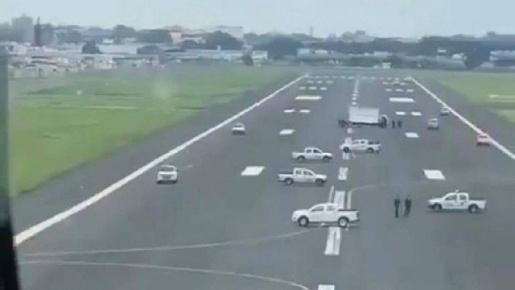 Prefeita de Guayaquil, no Equador, pede que veículos impeçam pouso de avião