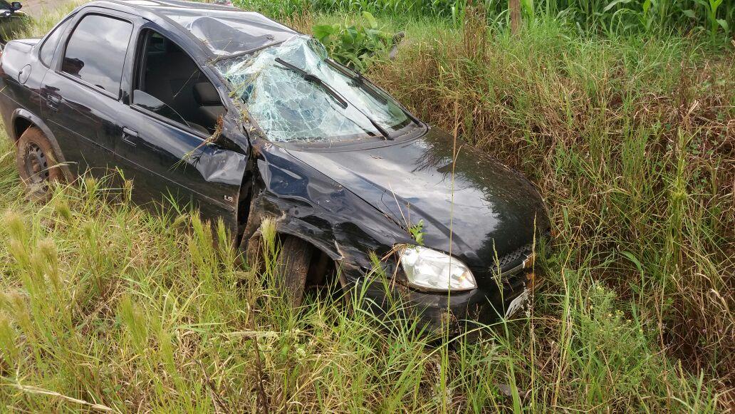 Saída de pista no interior deixa motorista ferido