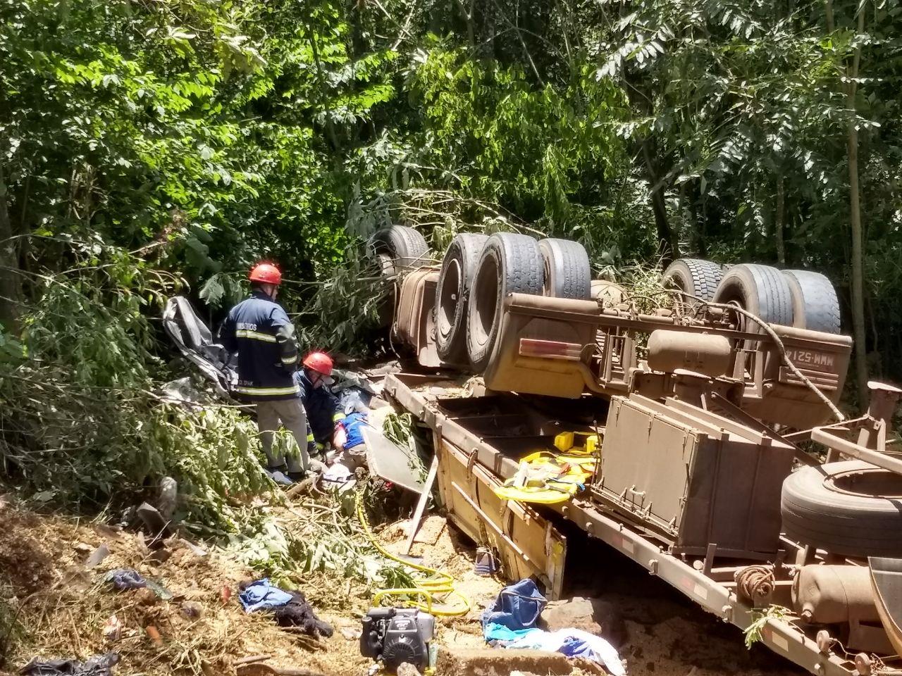 Acidente na BR-153 deixa quatro pessoas mortas