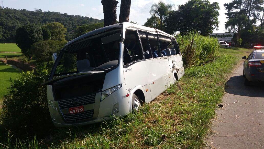 Colisão entre ônibus e caminhão deixa uma pessoa morta e outras feridas na BR-470