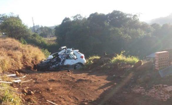 Acidente entre carro e carreta deixa uma pessoa morta na SC-155