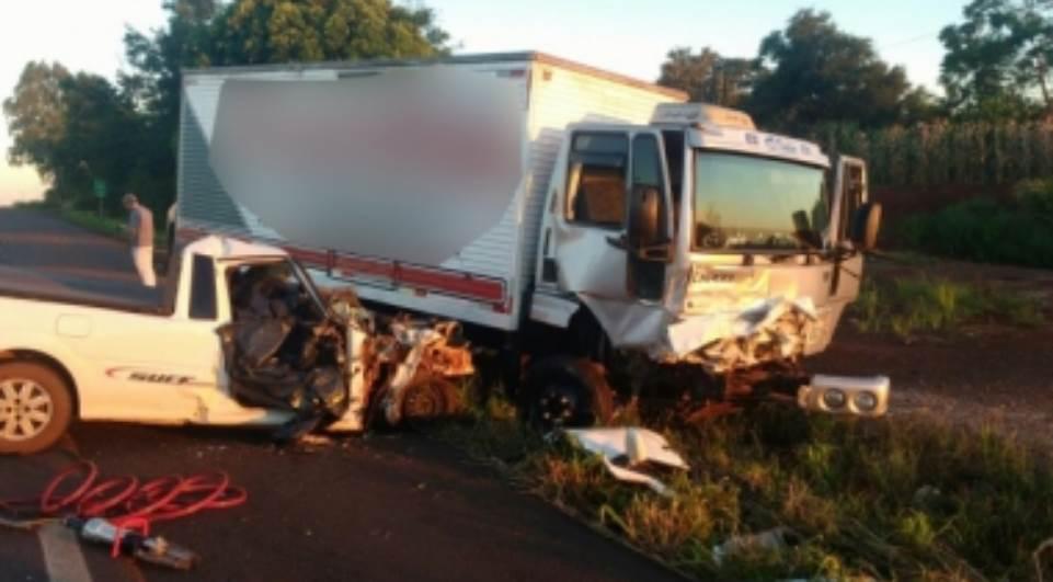 Radialista morre ao bater de frente com caminhão na BR-163 no Paraná
