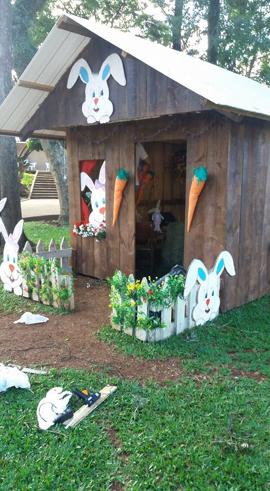 Decoração de Páscoa de São José do Cedro é alvo de vandalismo