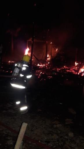 Homem sofre queimaduras ao salvar animais de incêndio no Oeste de SC