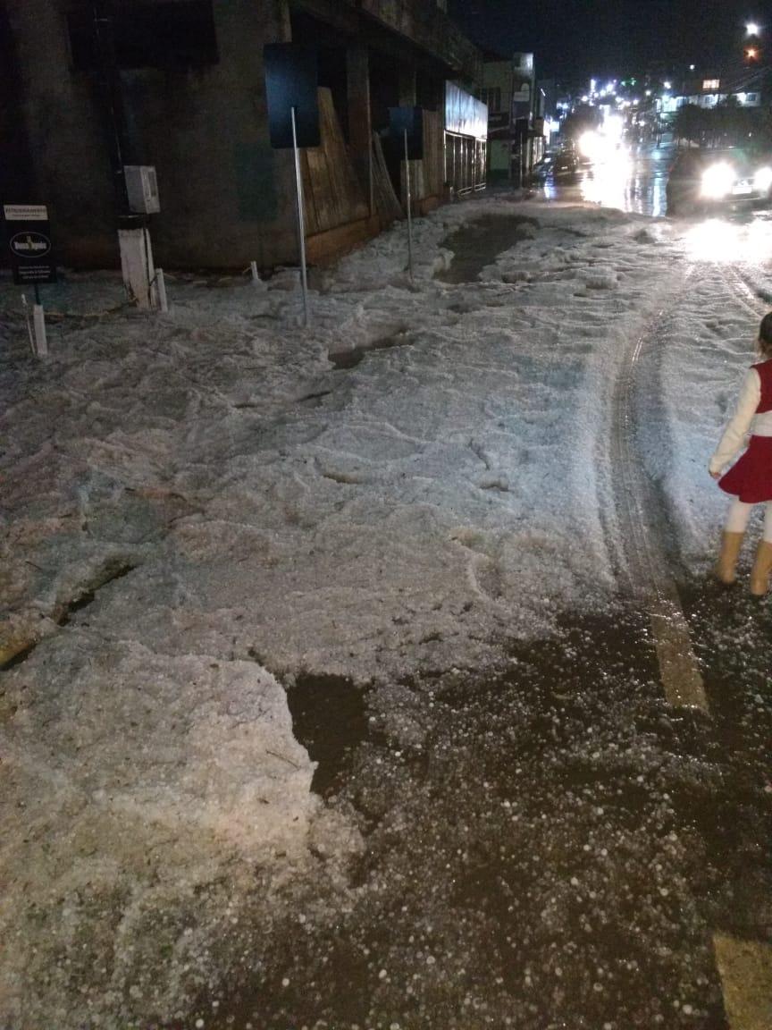 Forte chuva de granizo atinge Coronel Freitas e Xaxim