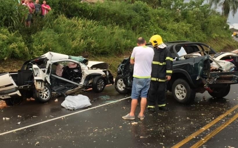 Colisão entre três veículos mata motorista na BR-282